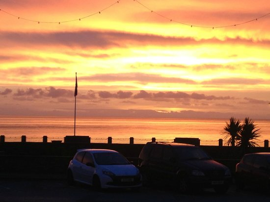 Cunard Apartments: Sunrise from the flat
