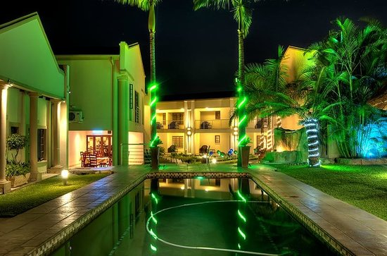 The Cycad Lodge & Chalets: Pool View - Night