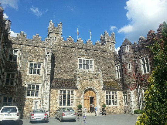 Waterford Castle Hotel & Golf Resort: Front of Hotel (proper)
