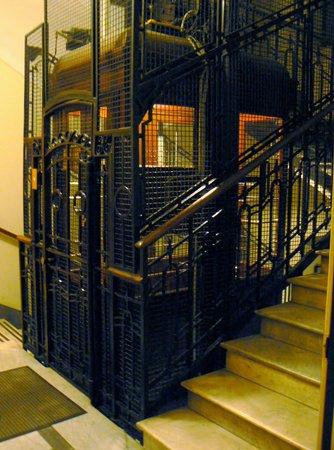 Lift Hotel Ascot Wartna Tire 2013