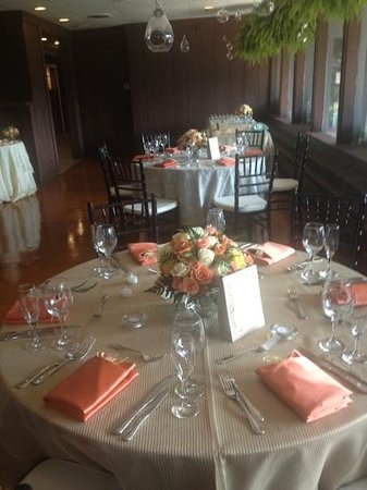 Alfa: wedding reception in the fireplace room