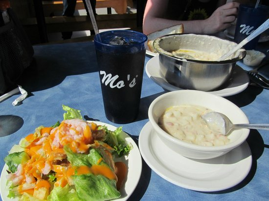 Mo's Seafood: Shrimp Salad and Clam Chowder