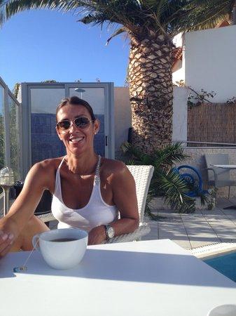 Hotel Areti: Breakfast by the pool