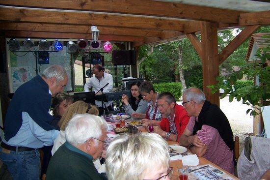 Village de Gites les Collines d'Eyvigues: repas St jean