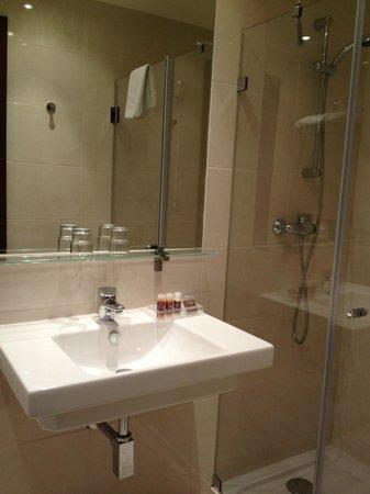 Suico Atlantico Hotel: Salle de bain en chambre supérieure