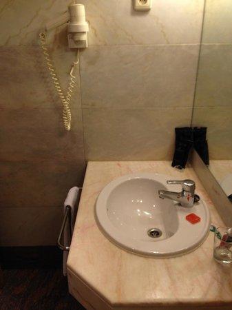 Rafaelhoteles Atocha: Lavabo del bagno