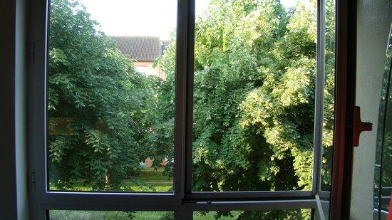 Olivarius Apart'hotel Cergy : вид из окна