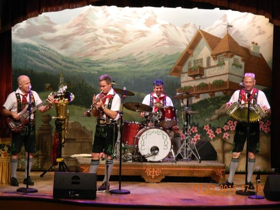 Biergarten Restaurant: Oomph Band