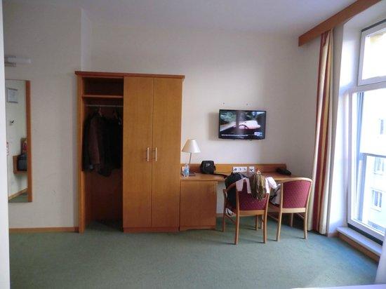 Hotel Lucia: in tv si vede solo rai 1