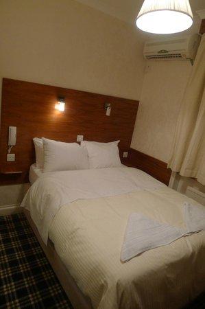 جيسموند دين: Room