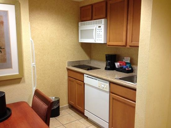 Homewood Suites Daytona Beach Speedway - Airport: Kitchen/dining area