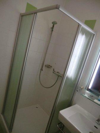 Hotel Lucia: doccia bella grande