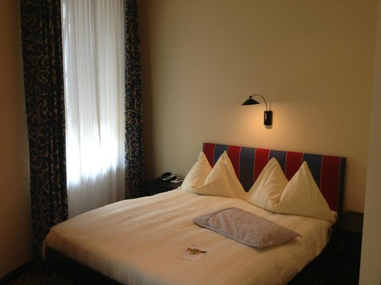 Hotel Victoria : Bedroom
