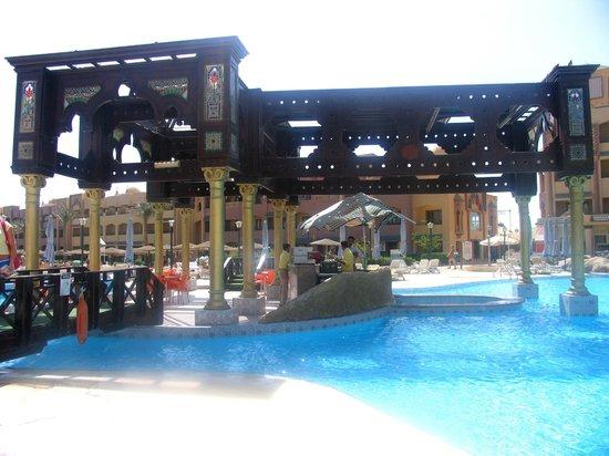 Sunny Days El Palacio Resort & Spa: Бассейн, бар в бассейне