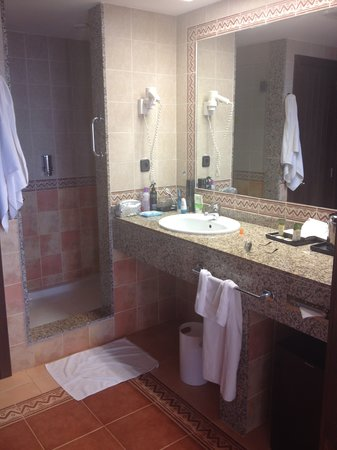 Hotel Riu Touareg: The Bathroom with no door