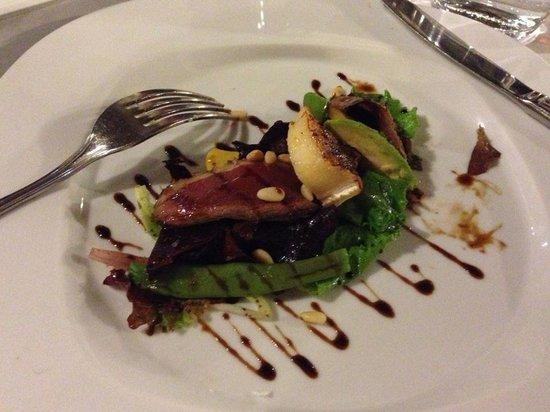 LA CARBONA: Duck and goat's cheese salad, delish!