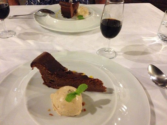LA CARBONA: Cinnamon cake with Pedro Ximenez, fantastic!