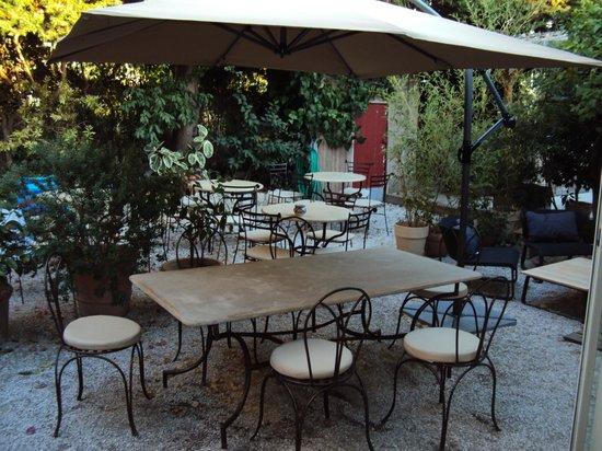 Hotel La Villa Patricia: giardino per la colazione