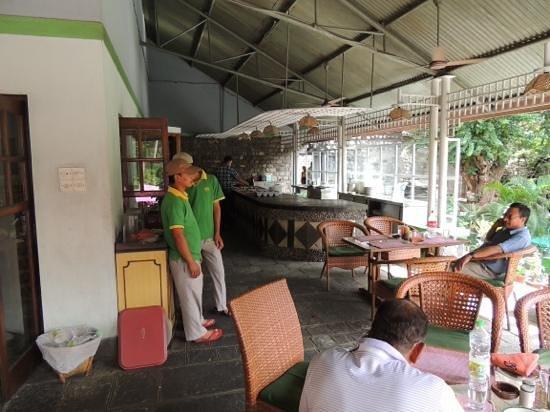 Riverside Springs Resort : preparation before service....
