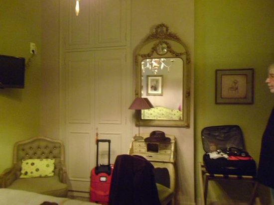 Hotel Saint-Pierre : room in general (sorry about our luggage!)
