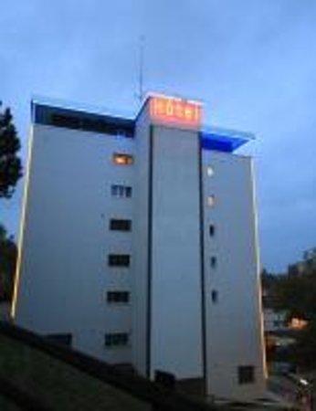 Abaca Hotel: Vue arrière du bâtiment