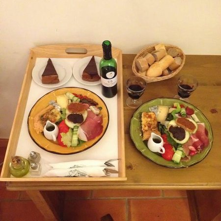 Charembeau : Cold plate for dinner when we didn't walk into Forcalquier