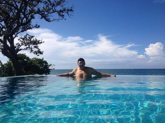Las Verandas Hotel & Villas : Enjoying the Infinity Pool.