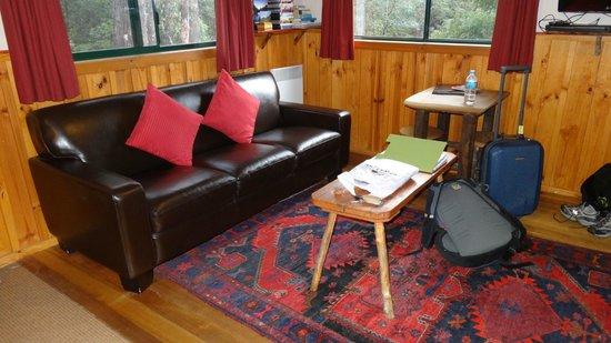 Cradle Mountain Highlanders Cottages: Living room area