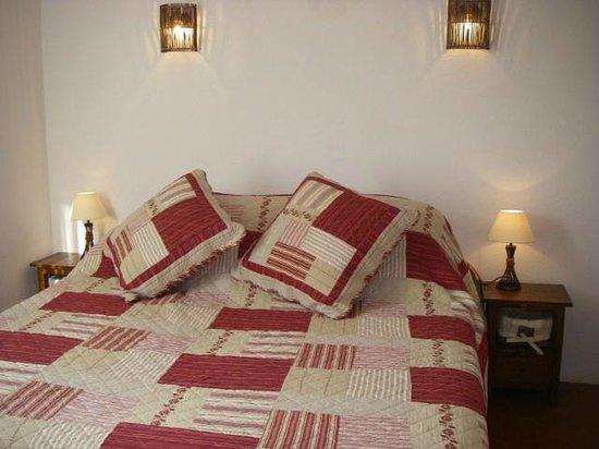 Chambres d'hotes Maison Tomelo : CHAMBRE BADIANE LIT 180/200