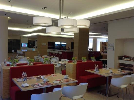 Fiesta Inn Monterrey Valle : lobby and restaurant