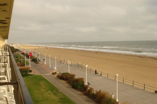 Days Inn Virginia Beach Oceanfront: View North