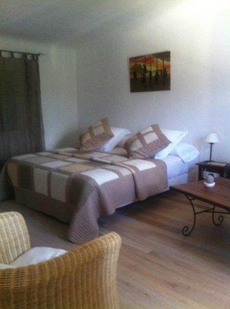 Chambres d'hotes Maison Tomelo : SUITE PARENTALE ARMOISE