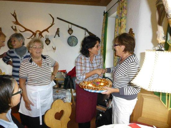 Gästehaus-Pension Vita Stafnensis: mein 75. Geburtstag, Trixi die Tochter und Hannelore Wagner, die Mutter ;