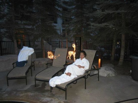 Hotel Talisa, Vail: Sitting by the outdoor hot tub