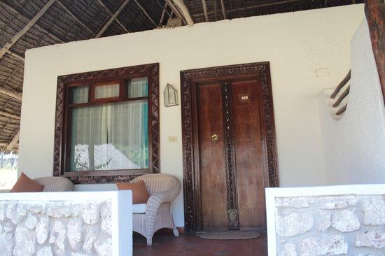 Dongwe Club: Esterno della mia camera..bella la veranda