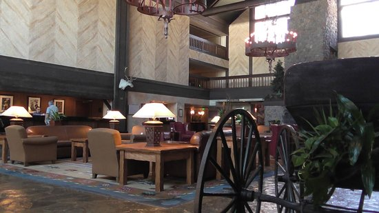 Tenaya Lodge at Yosemite: Lobby 3