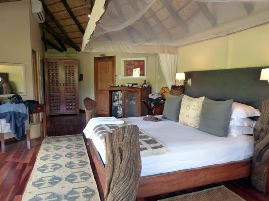Ulusaba Safari Lodge: One view of Honeymoon Suite