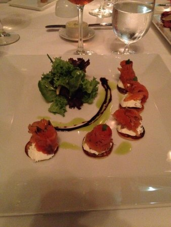 Les Cepages Restaurant: Graved Salmon with creme fraiche