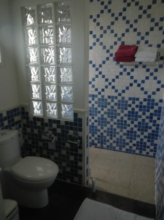 Chaweng Cove Beach Resort: Bathroom was okey.