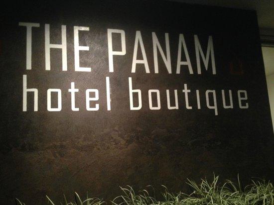 The Panams: Entrada del hotel