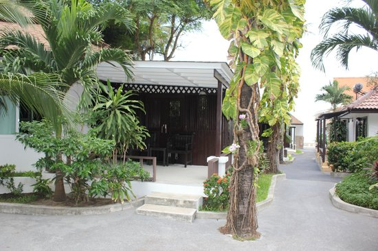 Chaweng Cove Beach Resort : Hotel Grounds