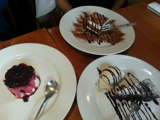 Pinocchio's: dessert - TIRAMISU,PANNA COTTA,CAPRESE
