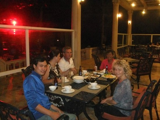 VietnamStay: An everning meal in good company with our guid and driver.
