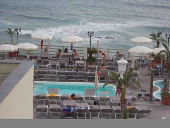 Baia delle Sirene Park Hotel: una delle piscine