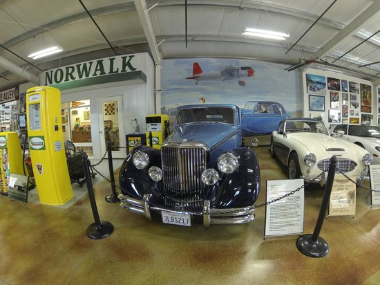 Estrella Warbird Air Museum: Don't miss the attached car museum