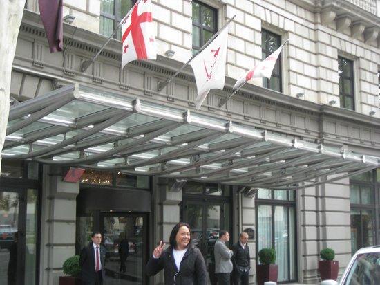 Tbilisi Marriott Hotel : getting ready to walk around