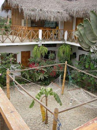 Hostal Machalilla: área de hamacas