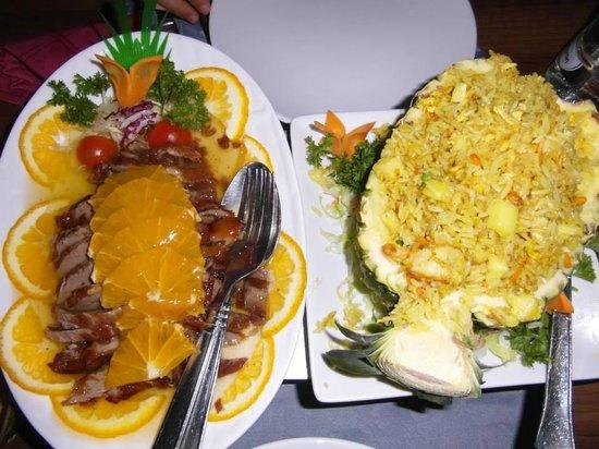 Restaurante Sakura : Pato a la naranja y piña con arroz al curry y gambas.