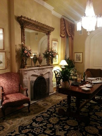 Hamilton-Turner Inn: The Parlor