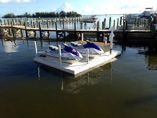 Capt Hiram's Resort: Jet Ski's waiting to be run! $95.00 an hour is too pricey